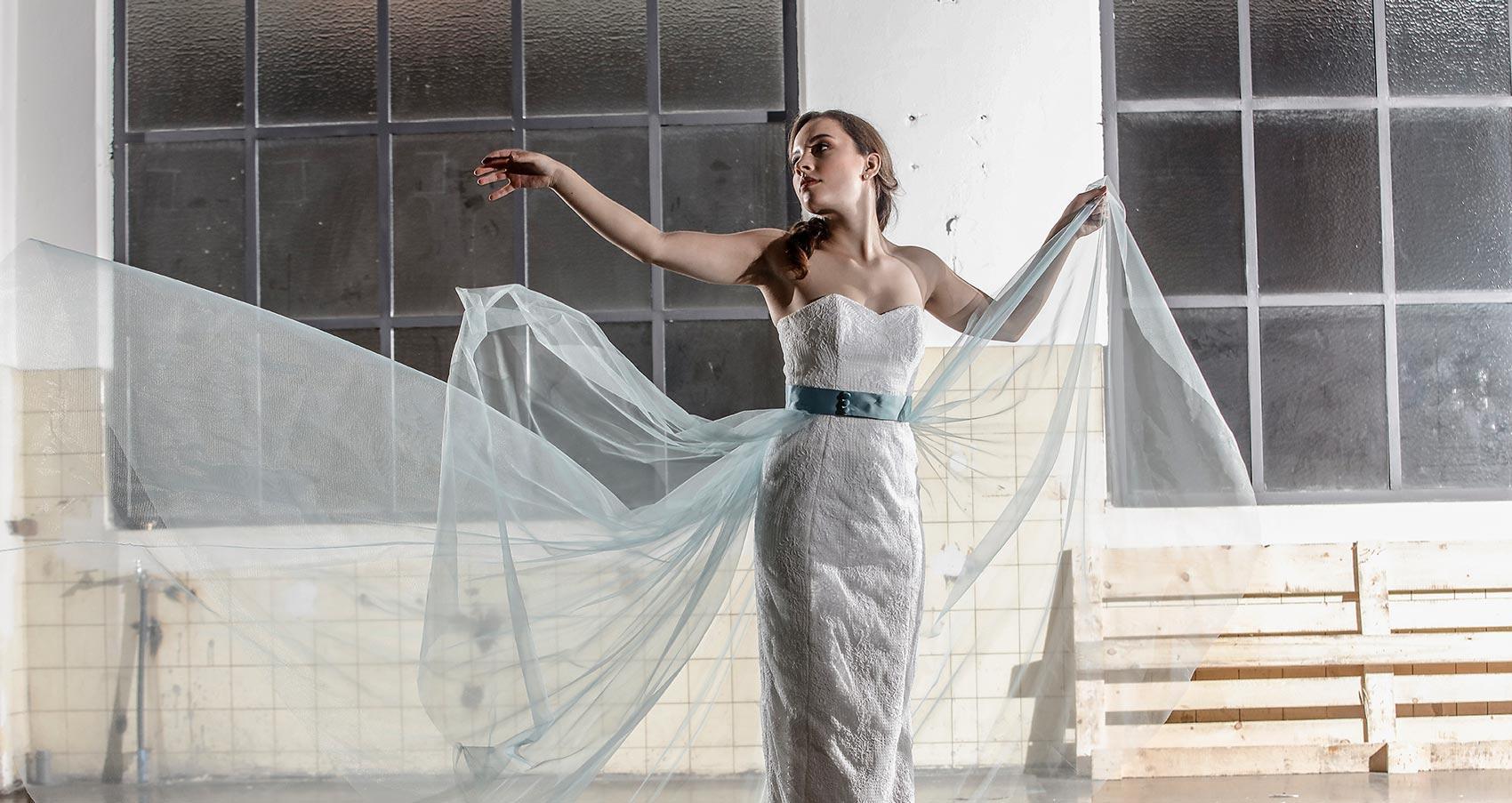 Langes Kleid mit Tüchern